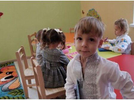 """Grădinița """"Universul Prichindeilor"""" a fost inaugurată la Mahala, regiunea Cernăuți. Primăria sectorului patru al Bucureștiului a ajutat cu 50.000 de euro"""